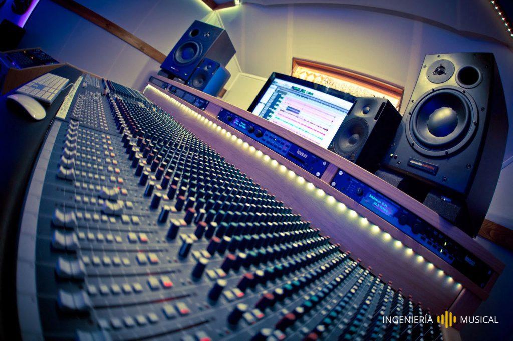 mesa mezclas estudio producción ingeniería musical